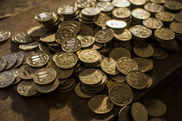 500円玉はどんな形をしていますか?